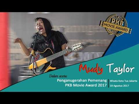 Stand Up Comedy Mudy Taylor di Acara PKB Movie Award 2017